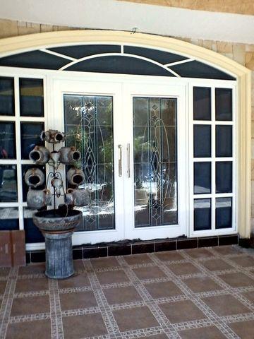 Cancel eurovent con vitral herreria y aluminio san pablo for Puertas de herreria de cuadros