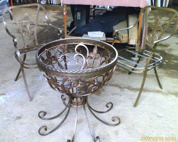 Antecomedor en forja con flor de liz mesa y sillas - Mesas de forja en sevilla ...