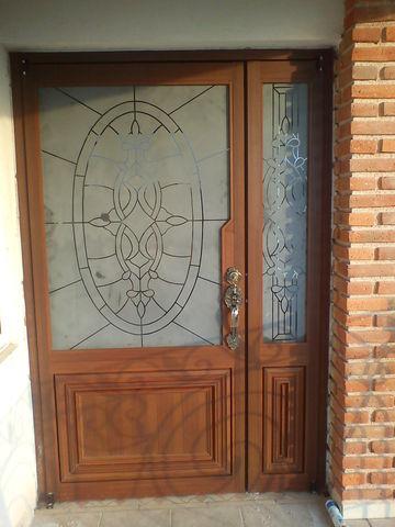 Puerta l nal pesada imitaci n madera nogal con grabado - Puertas de madera clasicas ...