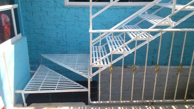 Escalera recta sencilla herreria y aluminio san pablo for Escaleras rectas de interior